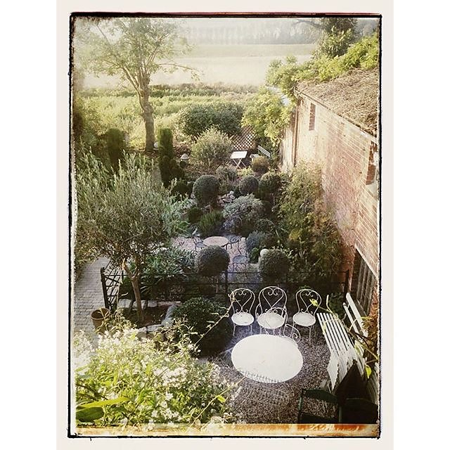 The courtyard garden @branchingoutantiques in Kent #garden #courtyard