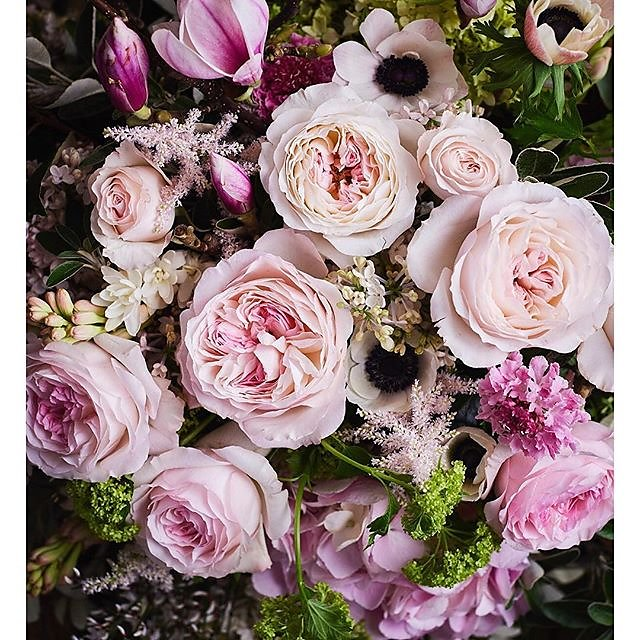 Wedding season is upon us so thank you @flowerona for the blogpost on @david_austin_roses @davidaustinweddingroses wedding bouquets. Flowers by Vic @scarletandviolet Art direction @katedwyer.co.uk #keirarose .