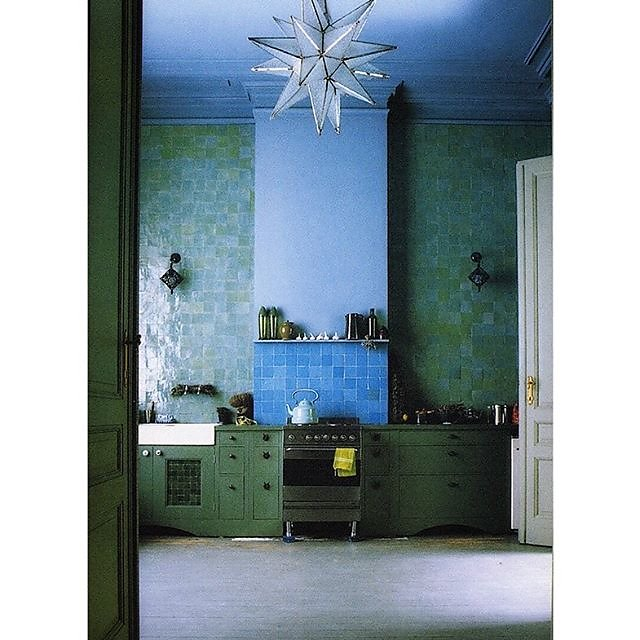 My #fridayfavourite today is all things @agnes.emery - I photographed her house in 1999 for Global Style with Lesley Dilcock @pearsonlylemanagement @rylandpetersandsmall and have been a huge fan ever since. I have her grey zellige tiles in my kitchen & ba