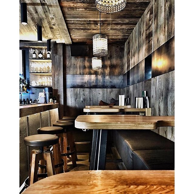 Winkler café pub in Ishgl - love to know who designed it ? Any one know ? Surely it's time for Modern Rustic 2? @lifeunstyled @rylandpetersandsmall .